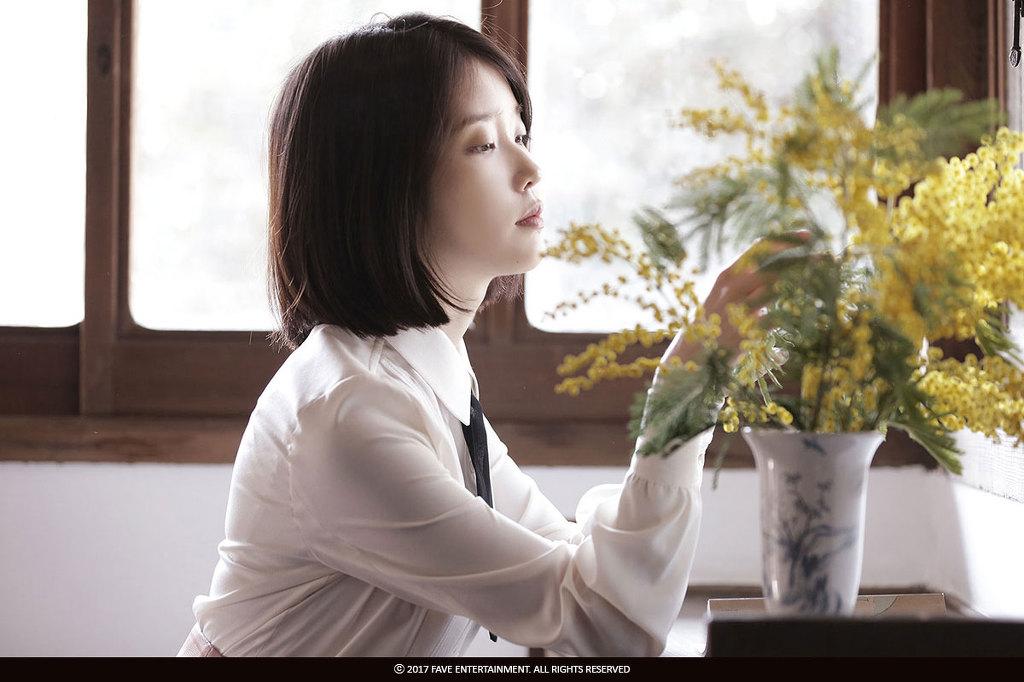 아이유 밤편지 앨범 비하인드 화보 컷